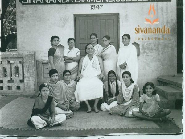 A nő, Szvámí Sivánanda szemével